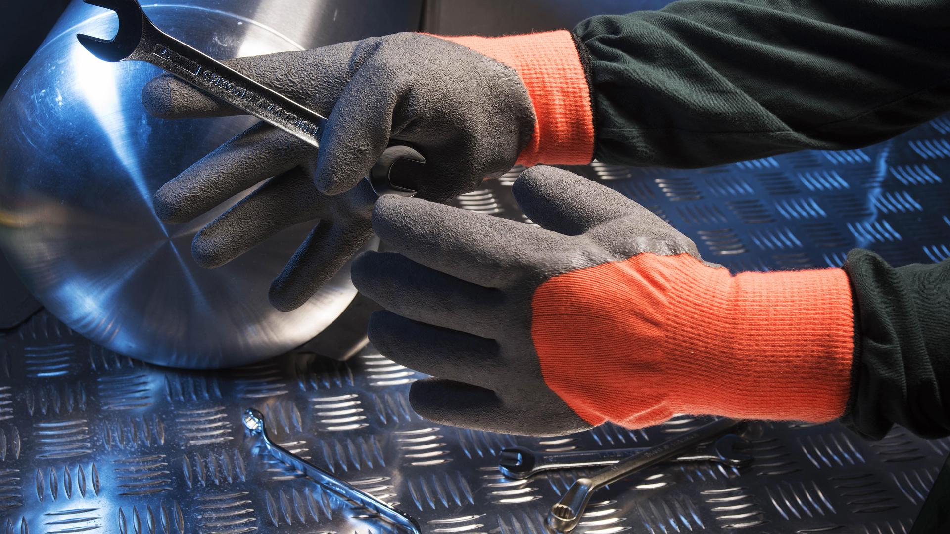 Перчатки строительные резиновые
