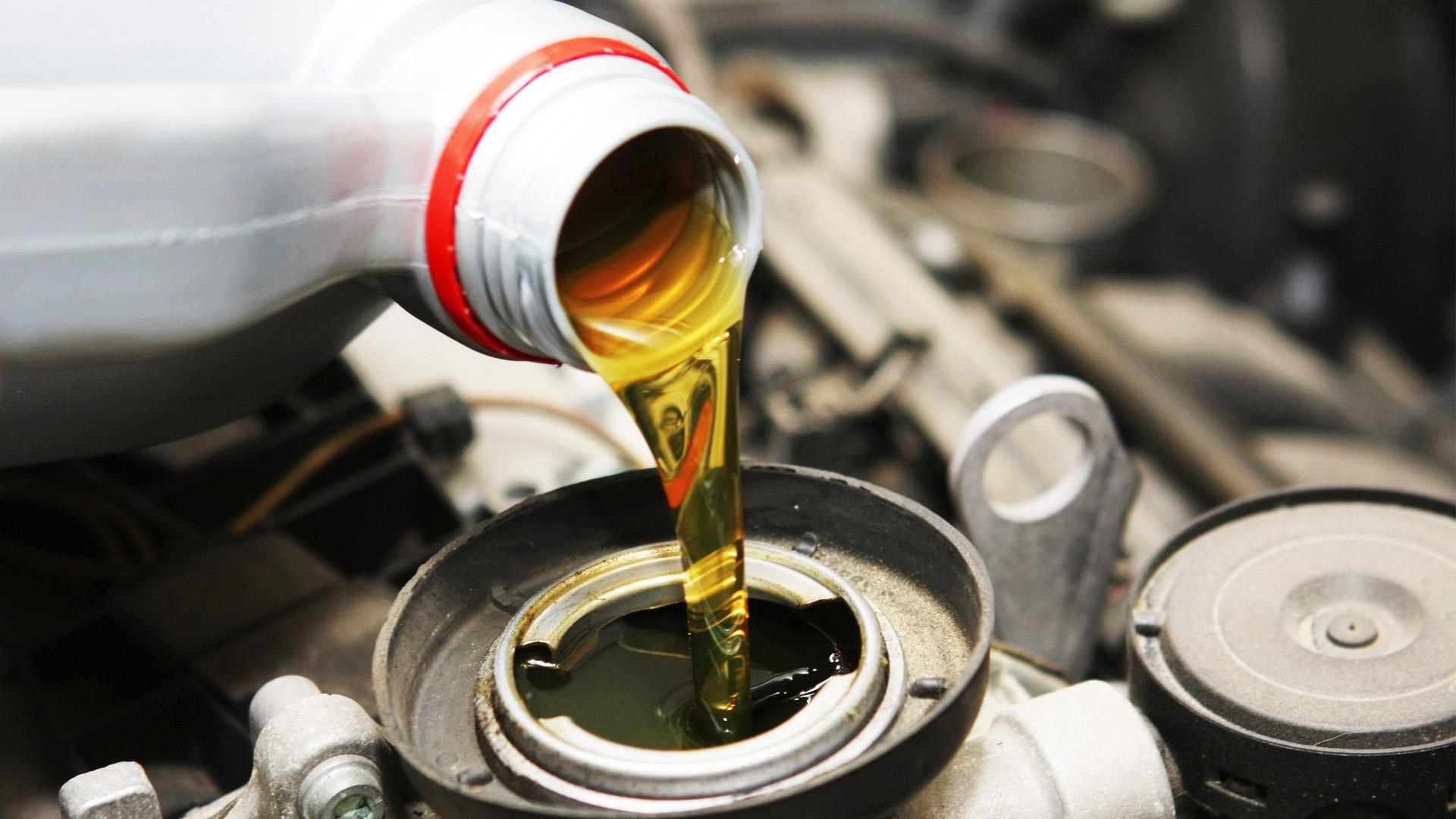 Всесезонное масло для двигателя