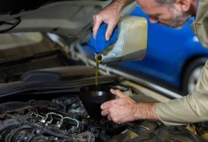 Какое масло заливать в двигатель