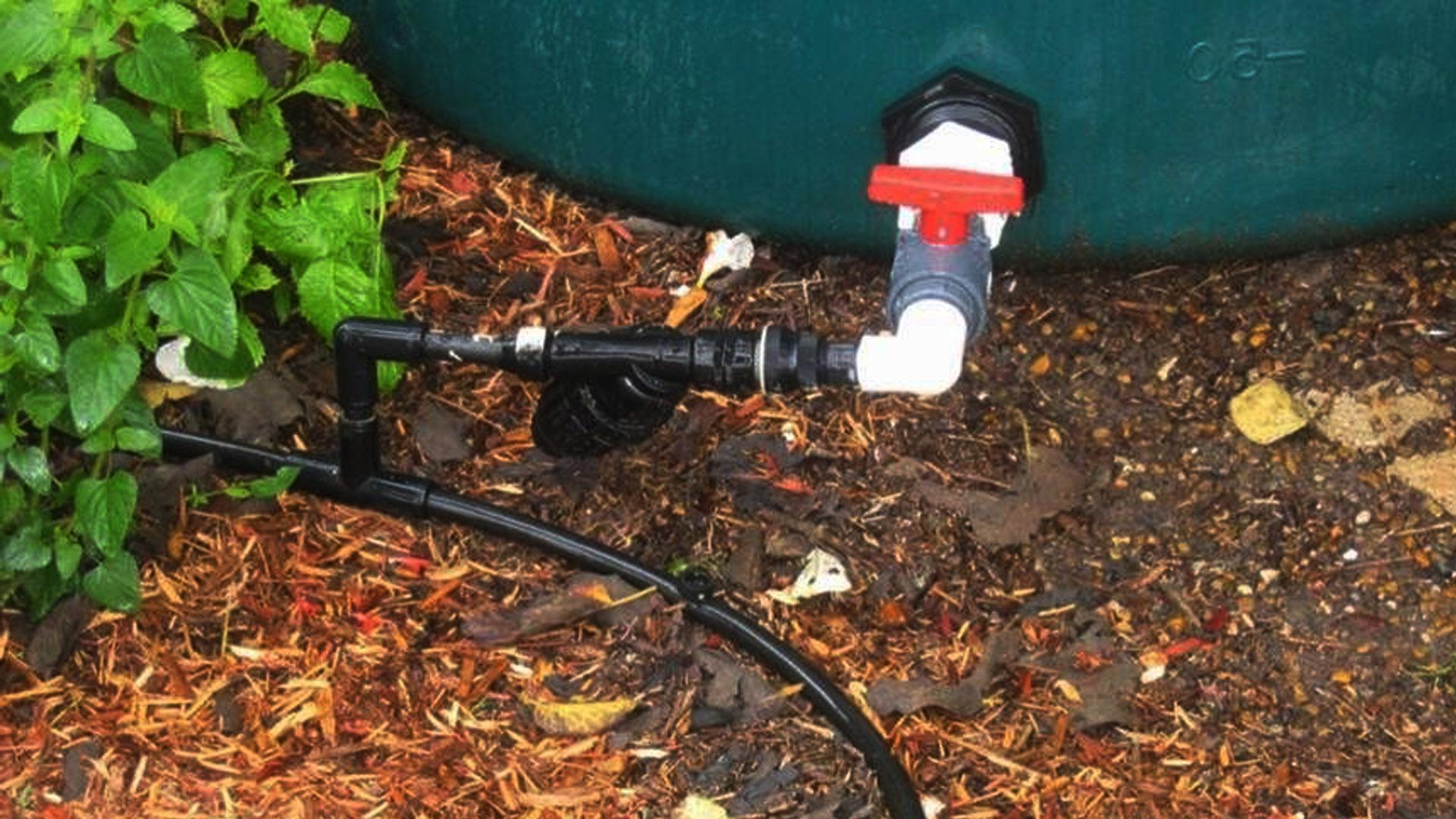 Капельный полив для накопительных емкостей с водой